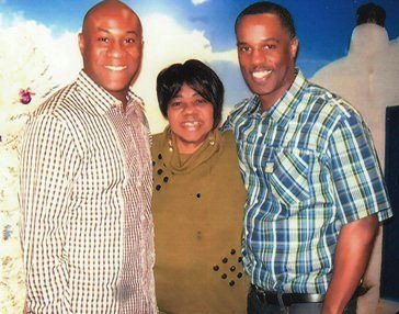 DamionTodd (r) with brother John Meyers and mother Pamela Todd.