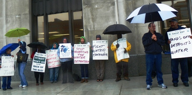 Members of Local 207 picket Water Board Building in rain Sept. 7, 2011.