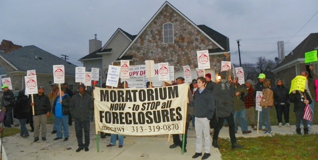 Moratoriun Now and Occupy Detroit protect the home of a Detroiter facing foreclosure.