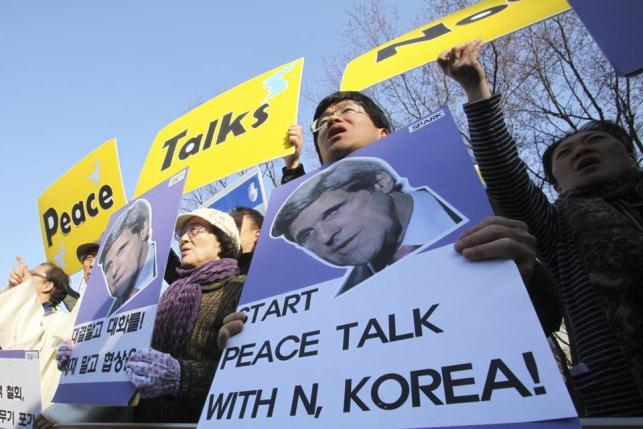 Residents of South Korea call on U.S. Secy. of State John Kerry, who is currently in their country, to start peace talks with North Korea, instead of promoting war.