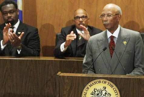 Sell-out council cops James Tate and Gary Brown applaud Mayor Dave Bada Bing.