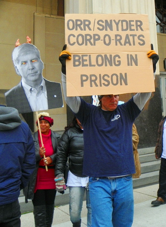 Protesters outside courthouse demand prison for top criminals.