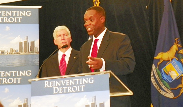Detroit EM Kevyn Orr (r) appointed by Michigan Gov. Rick Snyder (l) under PA 436, discusses bankruptcy filing at press conference July 19, 2013. Photo by Diane Bukowski
