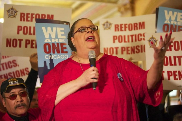 Chicago Teachers Union President rallies municipal workers to stop pension cutbacks.