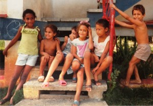 Cuban children in 1991 as workers, on paid leave from their regular jobs, were building their own new apartments at La Guinera. Photo: Diane Bukowski