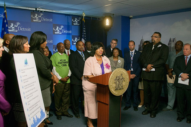 Council President Brenda Jones endorses GLWA plan during bankruptcy press conference, with Mayor Mike Duggan at right.