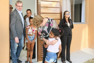 Pres. Dilma Roussef celebrates opening of new workers housing.