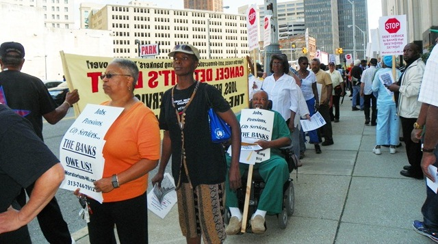 Detroit retirees fight bankruptcy cuts Aug. 19, 2103 outside Federal courthouse.