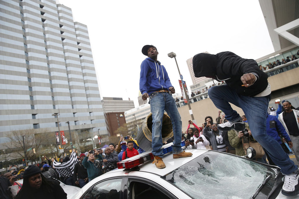 http://voiceofdetroit.net/wp-content/uploads/Freddie-Gray-protesters-attack-police-cars.jpg