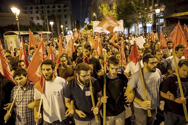 Greeks march with Syriza flag to support 'NO' vote on austerity measures.
